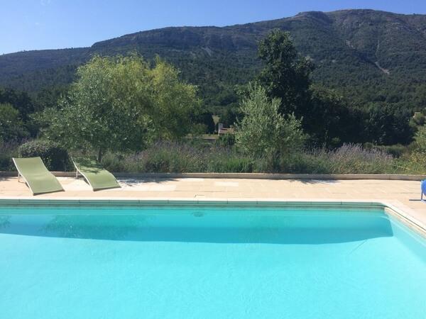 Pure Detox - Claps - Vue piscine et Sainte Victoire