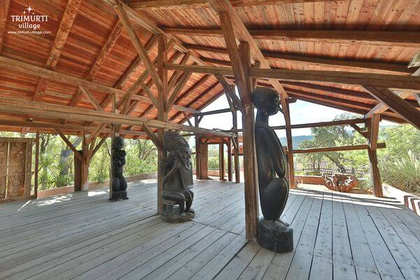 Trimurti - Salle Boma et statues